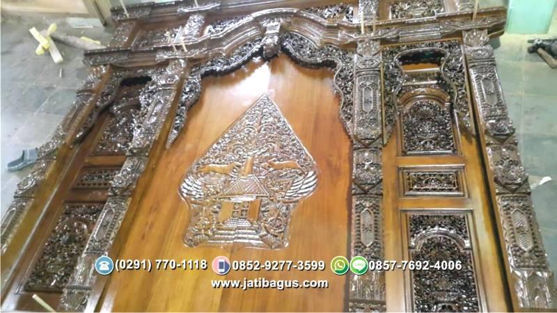 Pintu Gebyok Klasik Ukiran Wayang Gunungan Kelir Ukuran 300 x 275 cm