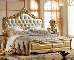 Tempat Tidur Ukiran Mewah Kuning Emas