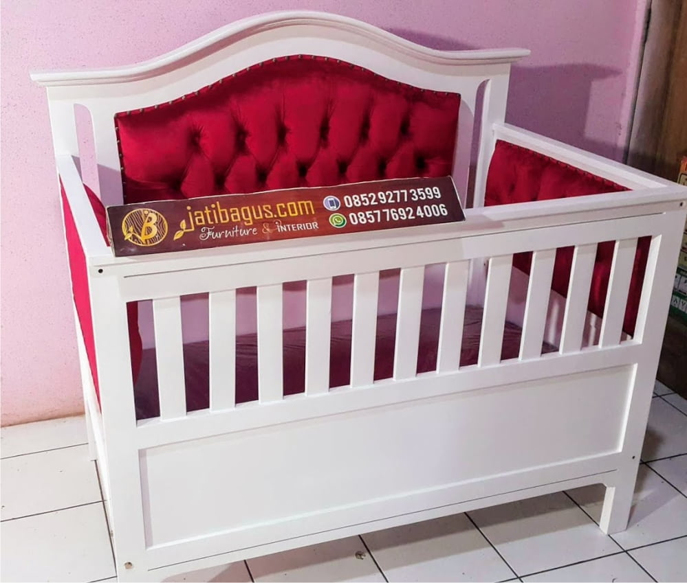 Box Tempat Tidur Bayi Minimalis Putih Jok Merah