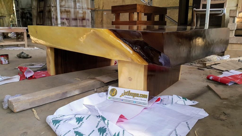 Meja Kayu Solid Trembesi Tebal 20cm