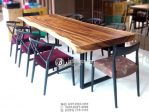 Set Meja Makan Artis Kayu Tanpa Sambungan